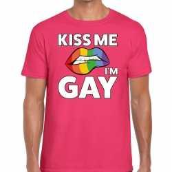 Kiss me i am gay t shirt roze feest heren